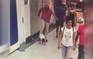 İzmir'de AVM'de çocuğu tekmeleyen baba gözaltında